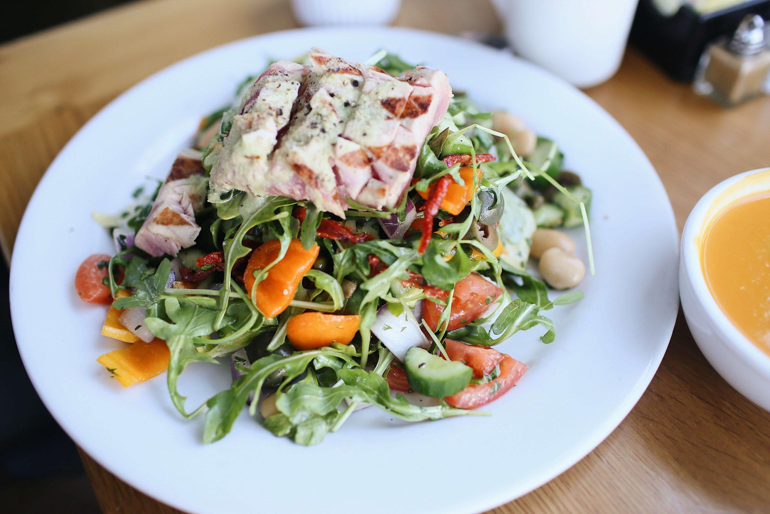節約とダイエットを両立する食材に、自家製サラダチキンは欠かせない理由